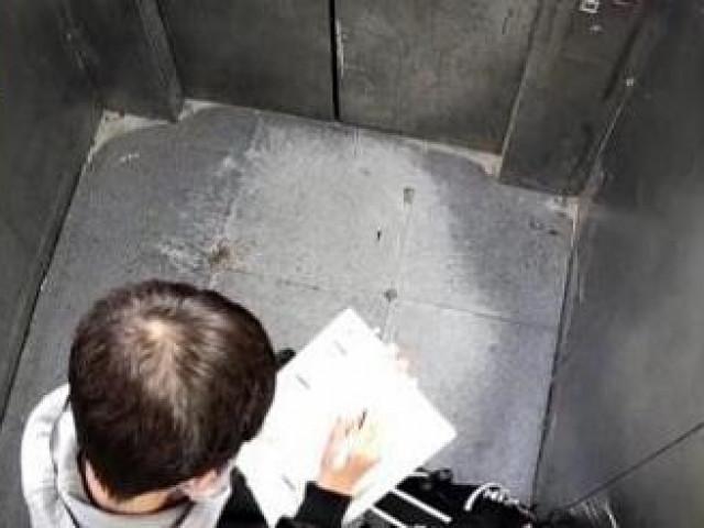 Bé trai 13 tuổi bị kẹt trong thang máy, bình tĩnh làm bài tập về nhà khiến cư dân mạng bái phục
