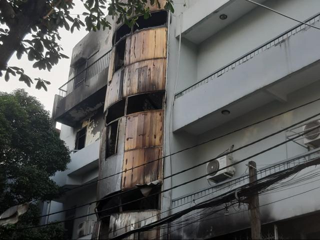 6 người gào khóc trong đám cháy ở Sài Gòn được cảnh sát giải cứu lúc rạng sáng
