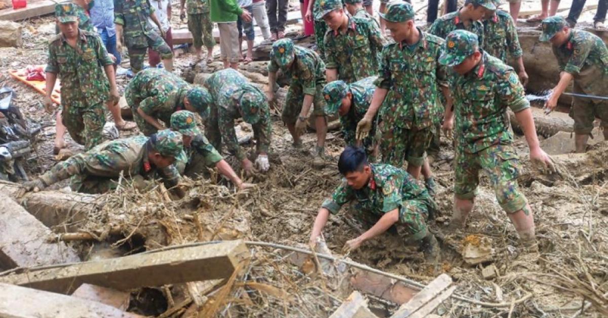 Những người thầm lặng ở Trà Leng: Bới nhẹ tay, đồng bào nằm ở dưới!