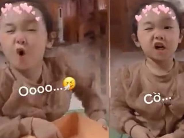 Clip: Cô bé dạy mẹ đánh vần khiến người xem cười nghiêng ngả
