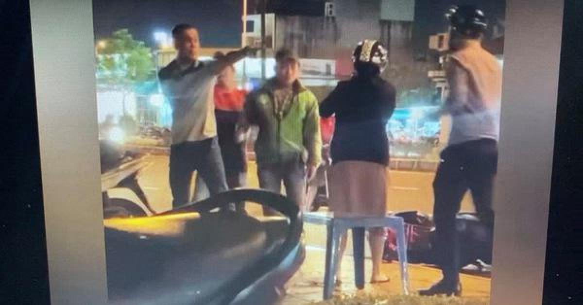 Người đàn ông đánh người, tát cô gái vì va chạm giao thông ở quận 9