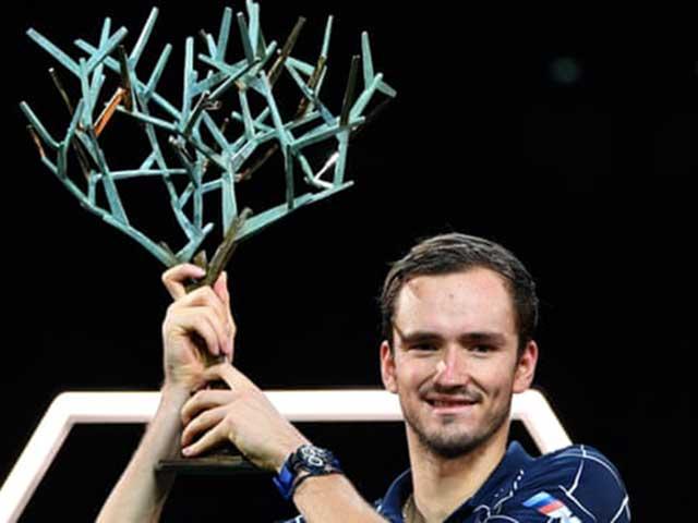 Medvedev vô địch Paris Masters: Vượt đàn anh Federer, sẵn sàng đoạt ATP Finals