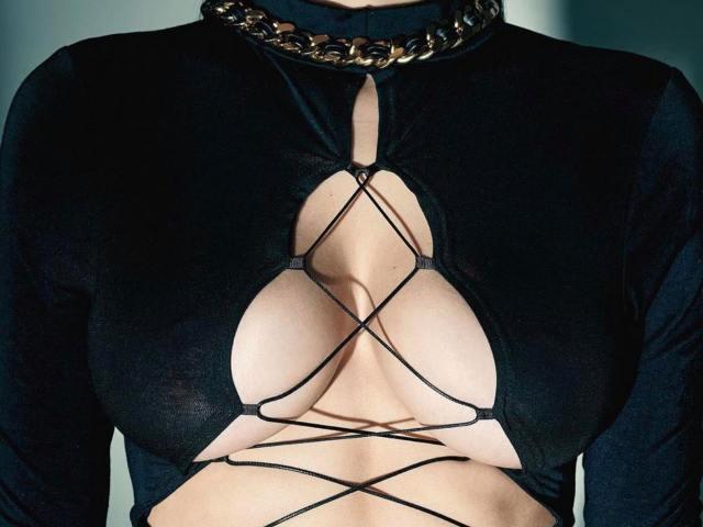 Chiếc áo hot nhất mạng xã hội đan dây như nhện giăng tơ của búp bê Nga