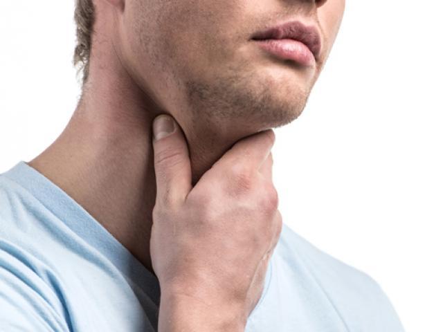 Nghẹn khi ăn, đau ngực, khàn tiếng, dấu hiệu cảnh báo ung thư thực quản