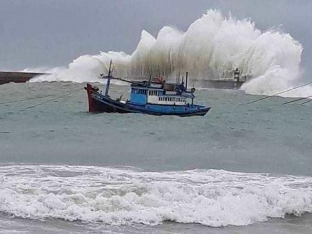Bão Vamco giật cấp 15 chính thức vào Biển Đông, hướng thẳng về phía Hà Tĩnh - Quảng Nam