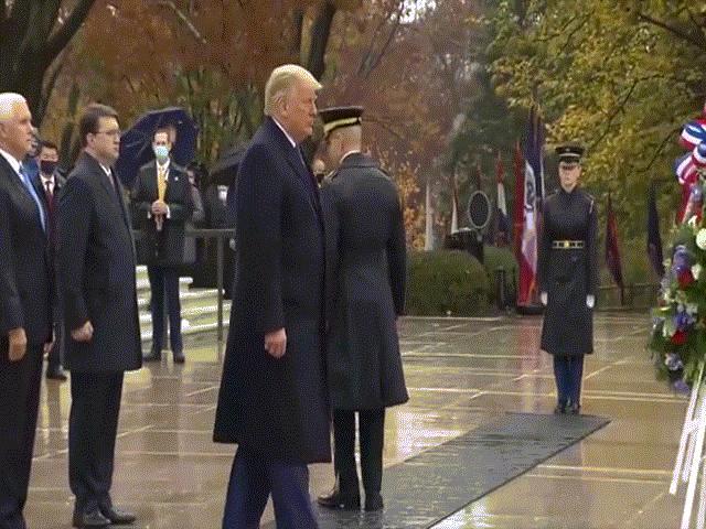 Ông Trump lần đầu xuất hiện trước công chúng sau cuộc bầu cử tranh cãi