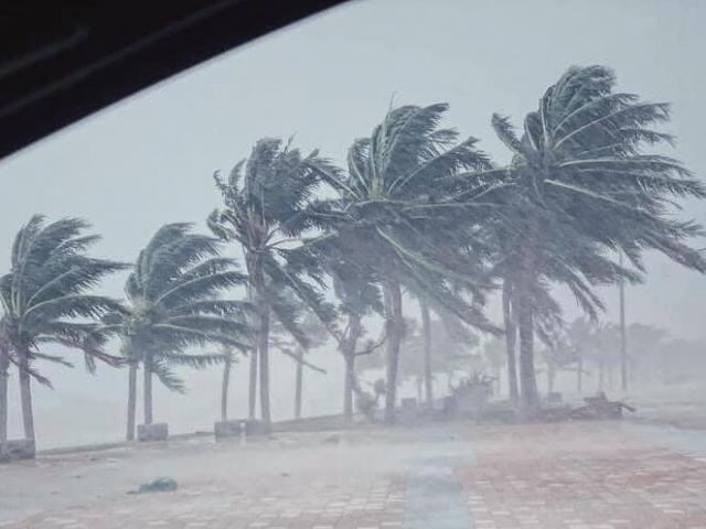 Bão số 13 di chuyển nhanh vào miền Trung, những tỉnh nào nằm trong tâm bão?