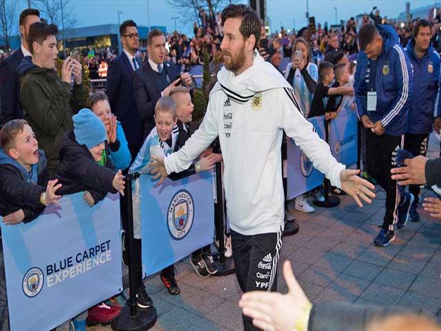 Dàn sao Barca không nhượng bộ, Messi lộ chân tướng: Tháo chạy sang PSG?
