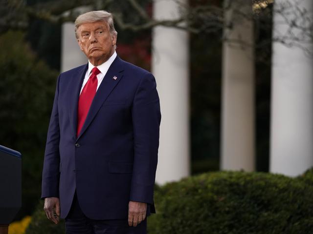 Một tuần biểu hiện lạ chưa từng thấy ở ông Trump