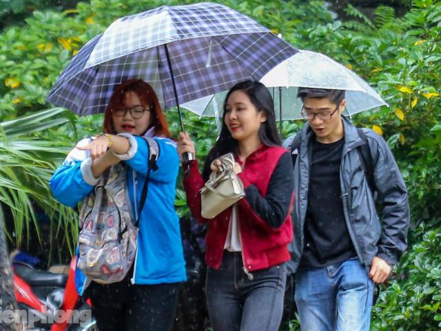 Mức phạt tăng 'tiền triệu', người dân Thủ đô vẫn thờ ơ với khẩu trang khi ra đường
