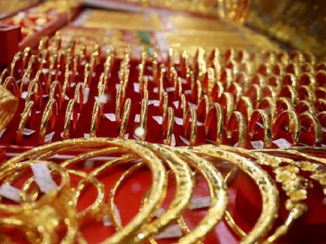 """Giá vàng hôm nay 17/11: Thêm một """"cú sốc"""" khiến vàng giảm mạnh"""