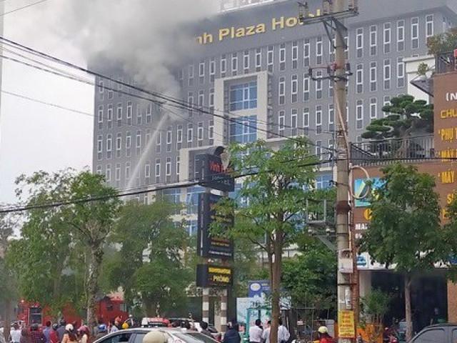 Cháy khách sạn cao tầng, nhân viên và khách bỏ chạy tán loạn