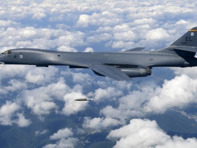"""Đưa oanh tạc cơ siêu thanh B-1B áp sát, Mỹ dọa """"phủ đầu"""" Trung Quốc?"""