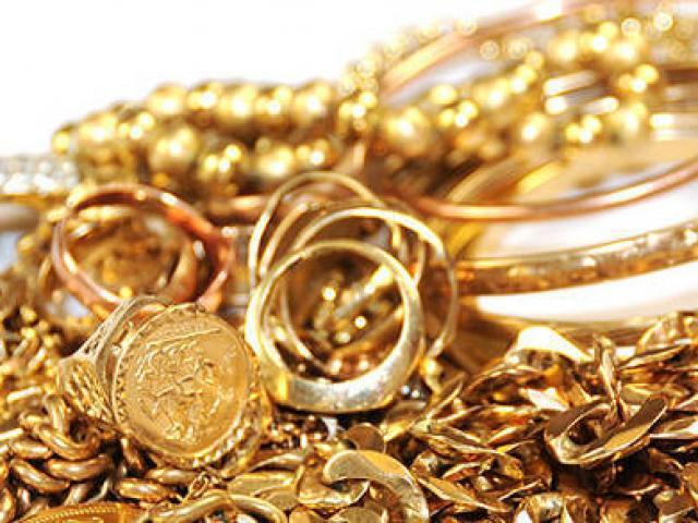 """Giá vàng hôm nay 19/11: Dân buôn thi nhau bán, vàng không """"có cửa"""" tăng"""