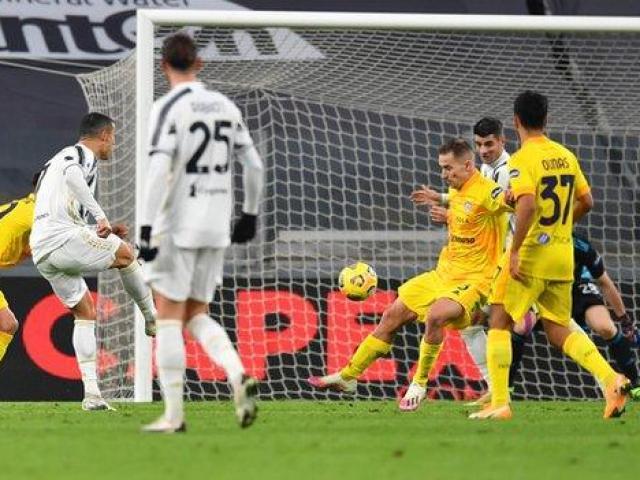 Video highlight trận Juventus - Cagliari: Ronaldo rực sáng, áp sát ngôi đầu bảng