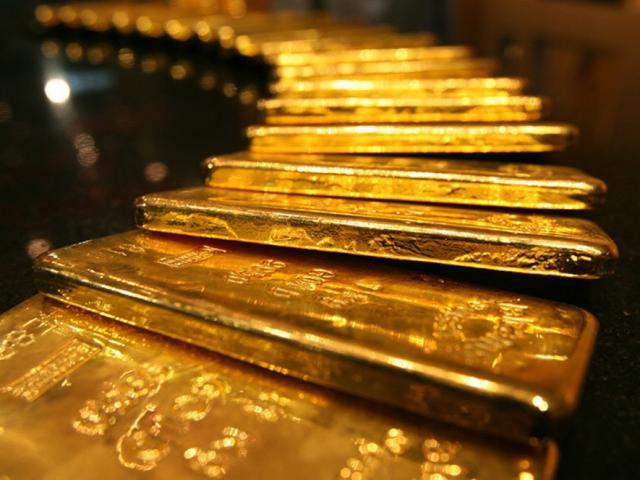 Giá vàng hôm nay 25/11: Liên tục xuyên thủng đáy, dân buôn bán tháo 17 tấn vàng