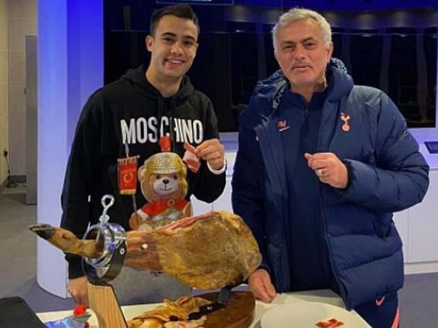 Mourinho đãi SAO Tottenham món thịt giá 15 triệu đồng gây sốc