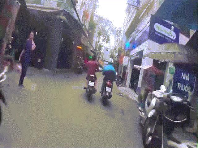Clip: Trinh sát truy đuổi tên cướp như phim hành động ở TP.HCM