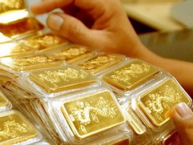 Giá vàng hôm nay 26/11: Dân buôn vẫn đua nhau bán tháo, giá vàng ra sao?