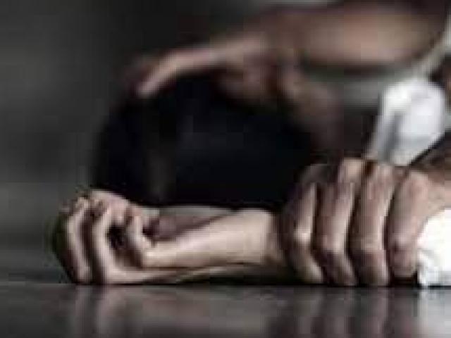 Người phụ nữ tự đâm vào vùng kín của mình để thoát tội giết chồng