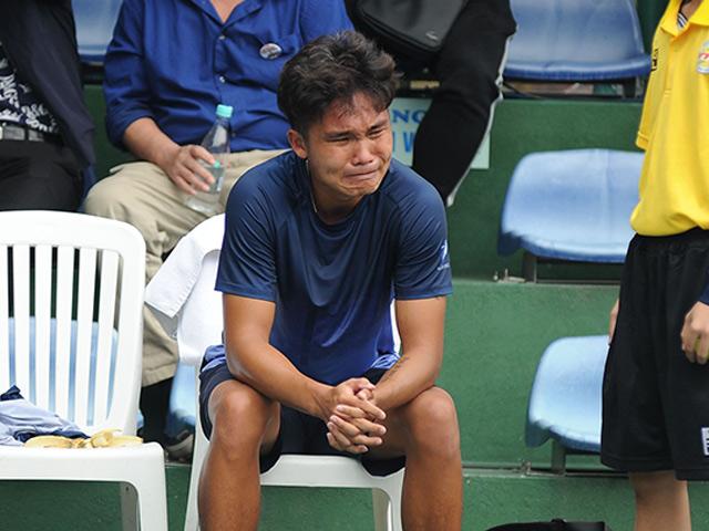 Nghẹt thở tennis VN: Linh Giang khóc nức nở khi thắng Lý Hoàng Nam