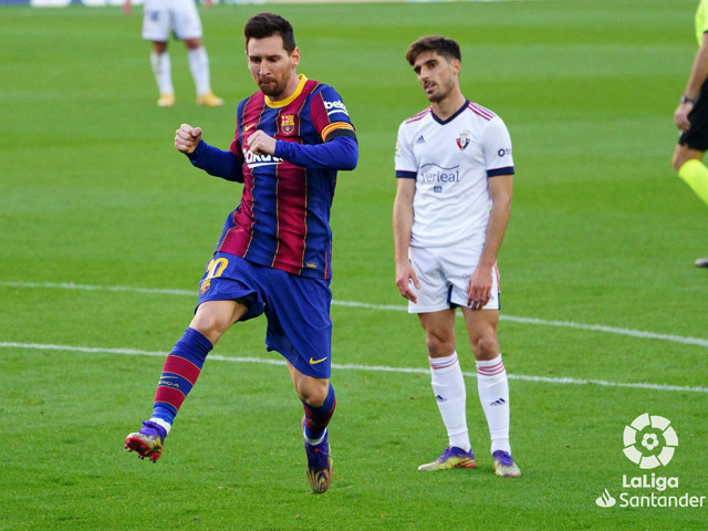 Video Barcelona - Osasuna: Messi lập siêu phẩm, tưng bừng tiệc bàn thắng