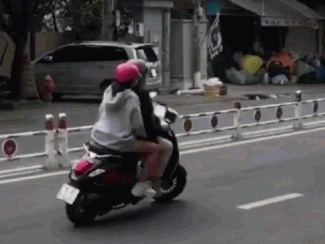 Bị CSGT chặn đầu, đôi nam nữ bẻ lái bỏ chạy và cái kết ê chề