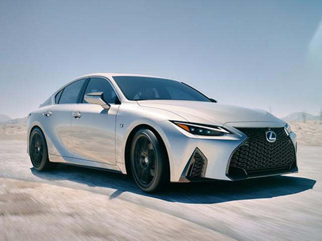 Lexus chính thức giới thiệu dòng IS thế hệ mới tại Việt Nam, cạnh tranh BMW và Mercedes-Benz
