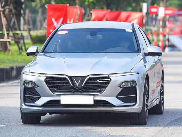 Bảng giá xe VinFast Lux A2.0 lăn bánh tháng 12/2020, ưu đãi 100% phí trước bạ