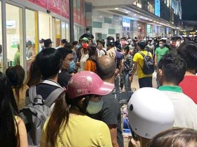 TP.HCM: Đánh nhau dữ dội giữa bảo vệ và nhóm người trước Aeon Mall Tân Phú