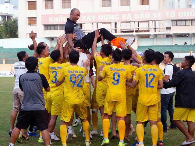 Bi hài bóng đá Việt: CLB Gia Định xin xuống hạng sau 21 ngày lên hạng Nhất