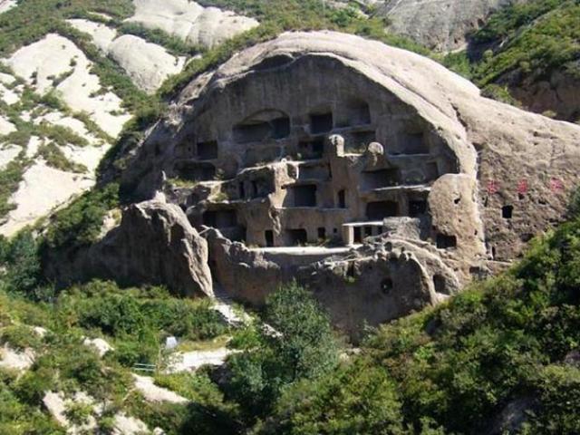 Kỳ lạ hang động bị bỏ hoang gần Vạn Lý Trường Thành và bộ tộc bí ẩn cổ đại