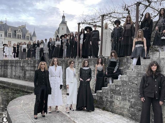 BST Métiers d'art 2021 của Chanel kết hợp hiện đại và cổ tích đẹp tuyệt đỉnh
