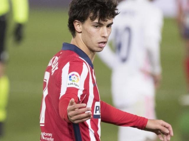 """Real hạ Atletico Madrid: Suarez """"tàng hình"""", đàn em Ronaldo nổi cáu"""