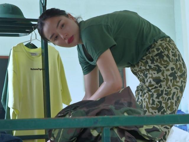"""Hoa hậu Kỳ Duyên vượt qua """"sự cố"""" chưa từng gặp trong quân đội"""
