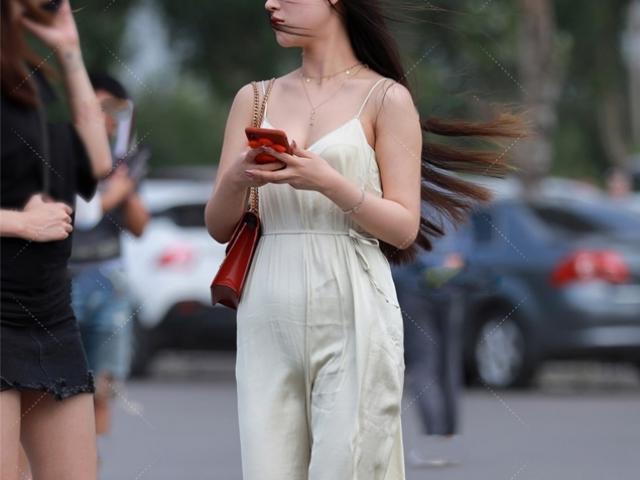 """Top 3 mốt """"tưởng hay hóa dở"""" trên phố: Áo quần mỏng dính như bay phản cảm số 1"""