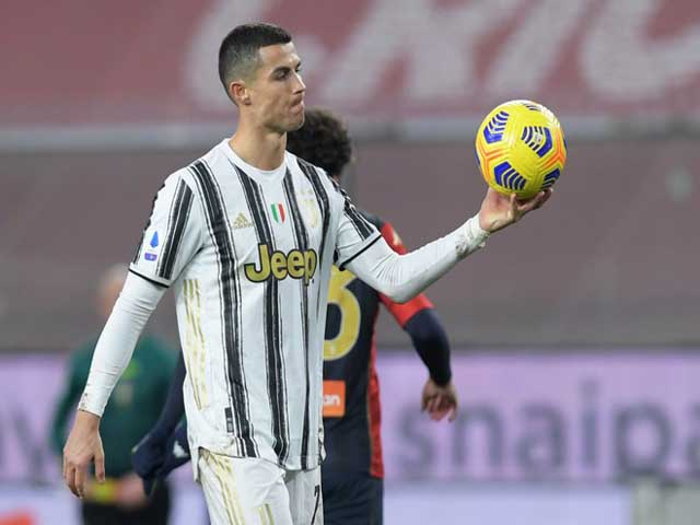 Ronaldo chói sáng tuổi 35: Xứng danh vua đá 11m, sánh ngang Ibrahimovic