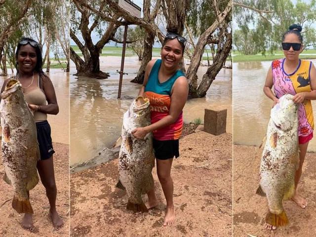 Ba chị em gái tay không bắt sống cá chẽm khổng lồ dài hơn 1m