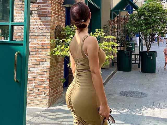 """Người đẹp đường phố xứ Hàn yêu chiếc váy """"ý thức cơ thể"""", nhìn phía sau cũng gây mê"""