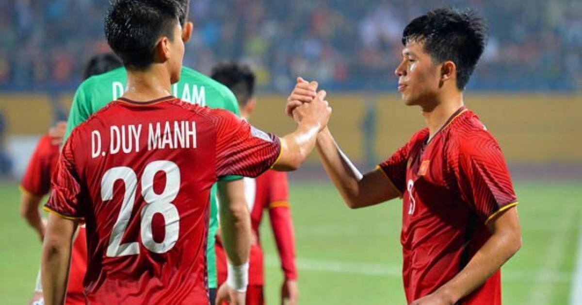 """Bí ẩn đằng sau """"nỗi đau"""" những đôi chân bạc tỷ của bóng đá Việt Nam"""