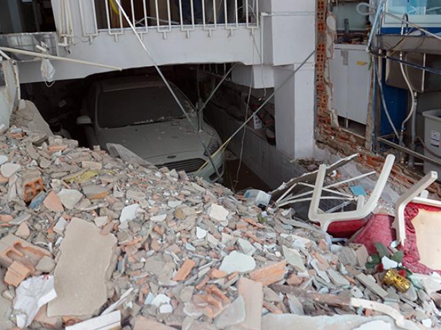 Hiện trường tan hoang sau vụ nổ sập nhà ở Sài Gòn