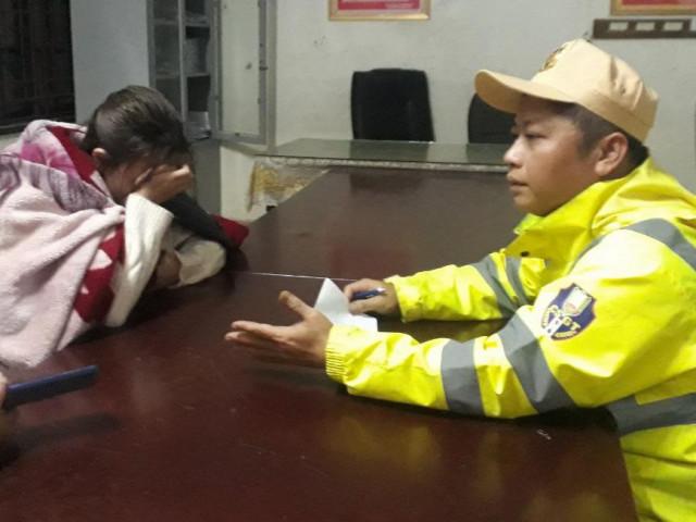 Công an lao xuống sông sâu cứu cô gái 19 tuổi giữa đêm rét buốt