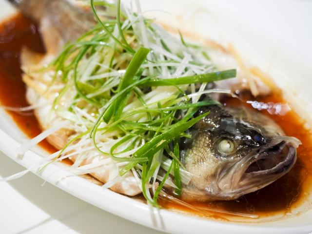 Tự tay làm món cá hấp tươi ngon, không tanh giúp bữa cơm đầu năm thêm hấp dẫn