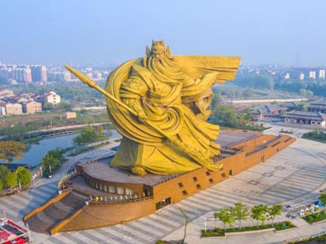 """TQ: Hồ Bắc chi """"tiền tấn"""" di dời tượng Quan Công khổng lồ, dân thấy khó hiểu"""