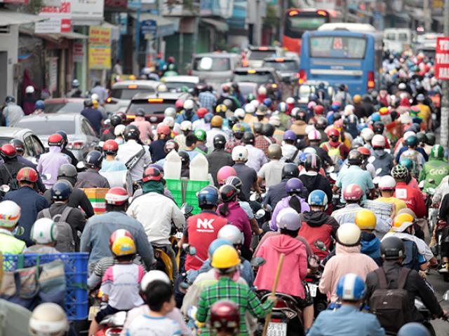 """Đường phố """"ngộp thở"""" chiều cuối năm 2020, người Sài Gòn hãi hùng """"bò"""" về nhà"""