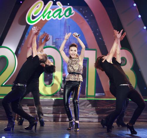 Yến Trang nhảy Gangnam Style đón năm mới - 1