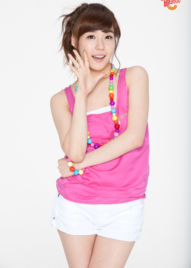 Tiffany nhóm SNSD, sinh ngày 1/8/1989.