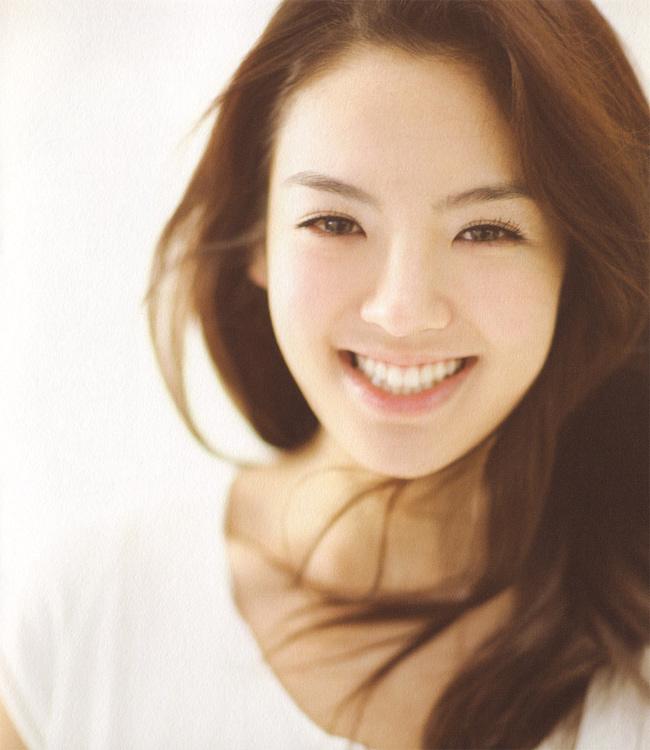 Một thành viên khác của SNSD năm nay cũng 24 tuổi là Hyo Yeon, sinh ngày 22/9
