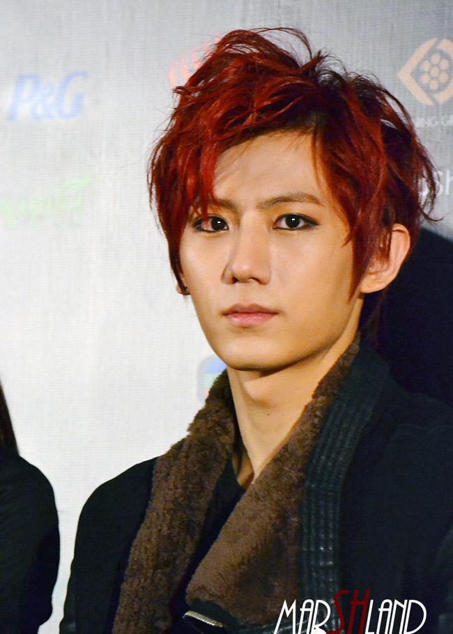 Jang Hyun Seung nhóm B2ST, đồng thời đang nổi tiếng với bản hit Trouble Maker.