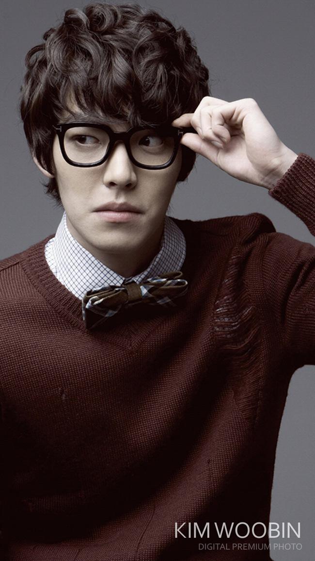 Nam diễn viên Kim Woo Bin sinh ngày 16/7/1989, khởi nghiệp là một người mẫu với chiều cao 1m87. Anh nhận được sự chú ý với vai phụ trong Phẩm chất quý ông.
